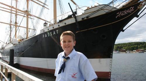 """Platz 1 - Michael Kurth (6a) - In Travemünde vor dem Segelschiff """"Passat"""""""