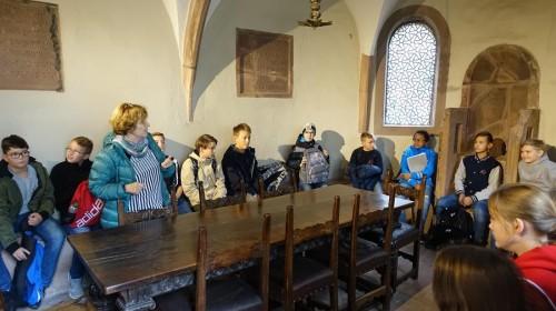 Im Vorraum der Synagoge
