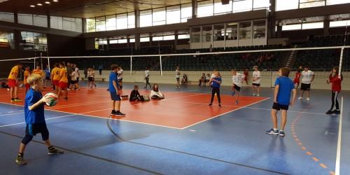 """Das NG nimmt an den ersten Pilotwettkämpfen """"Jugend trainiert für Olympia""""  Volleyball WK 3 Jungen und Mädchen teil."""