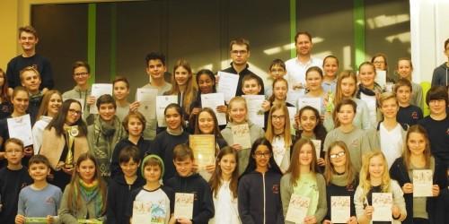 Ehre, wem Ehre gebührt – Neues Gymnasium zeichnet zum Halbjahr herausragende Schülerleistungen aus
