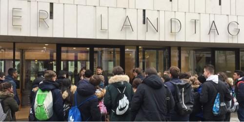 Klassen 8b und 9b besuchen den Hessischen Landtag