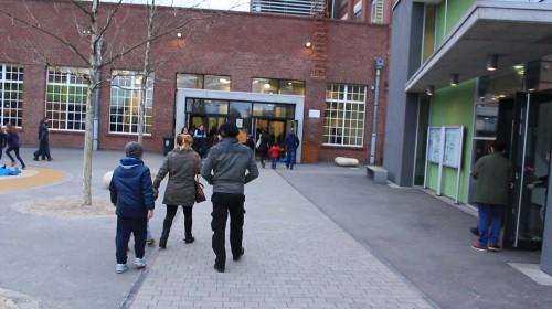 Zugang zum Hauptgebäude