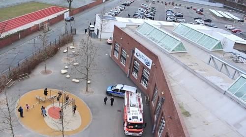 Feuerwehr-Vorführung und Blick von oben