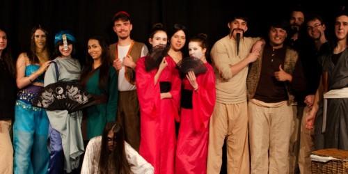 Theater-AG der Oberstufe erobert die Bühne im Darmstädter Moller Haus
